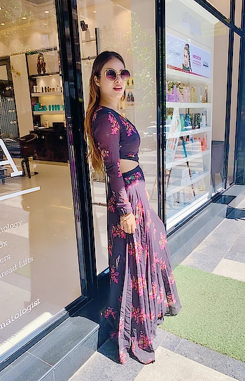 Happy Monday at My favourite HERMOSA SALON ANS SPA For me Birthday look's preparation and pampering session .. ♥️♥️♥️ : Must must must visit HERMOSA SALON AND SPA for all kind of BEAUTY AND COSMETOLOGY SERVICES .. Don't forget to Avial amazing discounts by using my code HERMOSA_NEHA ♥️♥️ HAPPY PAMPERING, STAY BEAUTIFUL ♥️ : : #pampering #pamperingmyself #pamper #pamperingtime #monday #mondaymood #hermosasalonandspa #hersmosasalon #momdaughtergoals #momdaughter #happyalways #mommyandme #birthday #birthdaygirl #yolo #beautyblogger #fashionblogger #cosmotology #love #nehamalik #model #actor #blogger #instagood #instagram #instafollow