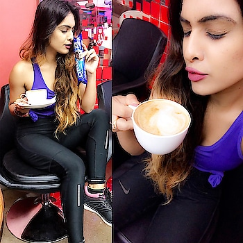 Evening... gym time ..😍 having #cappuccino with #oreo 😋 #preworkout #meal 🙌😋😋 : #happyday #happyevening #gymtime #workoutmotivation #wonderfulwednesday #randomclick with #coffee #coffeeislife #coffeeislove #oreobiscuit #hungergames #instant #energy for #spinning #class #nehamalik #model #actor #blogger #xoxo