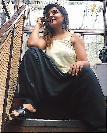 Tell me to fly....and I open my wings!!! . Dhoti pants are something I have been  hooked since years.. and comfort is it's second babe.  Footwear by @colehaan  . . #delhifashion #dhotipants #summerfashion #summerclothes #jewellery #junkjewellery #loveblack #colehaan #footwear #muadeeptigaba #delhiblogger #styleblogger #fashionblogger