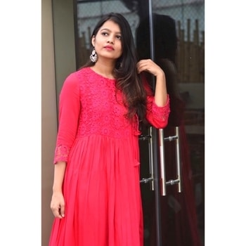 Festive vibes ✨💝 picked this lovely fuchsia pink Kurti from @ajiolife and paired it with a pair of  silver earrings picked it from local street vendor to wear on one of the days for Diwali celebration🎊 #soroposo#roposotalenthunt#fashionstylist#