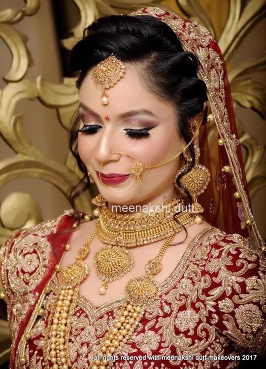 Traditional bridal look at our salon #meenakshidutt #meenakshiduttmakeoversdelhi #muadelhi #muaindia #makeupartistindia #makeupartistdelhi #bridal #bridallook #bridalmakeupartist #bridalmakeup #wedding-bride #indianbride #indianbridalmakeup #weddingmakeup #hairandmakeup #makeupacademy #makeupguru #beautifulbride  #makeup
