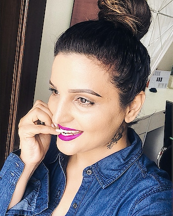 When I am not shooting... still bold lips   and brows are on point!!! Lmao!! Lips @maybelline.india The Loaded Bolds in Fearless Purple Brows by @makeupforeverofficial at @sephora_india Brow Liner in dark brown . #browsonpoint #browsonfleek #boldlips #purplelips #everydaylook