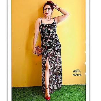 The closet that makes you feel enriched inside out Wearing @thebnbcloset . . . PC @nishit.shrivastava . . #indianfashionblogger #delhifashionblogger #ootdfashion #independentwoman #pensitdown #outfitpost #fashiontwistturns #shiwangishrivastava #ootd #bnbmag #bnbcloset #bollywoodstyle #celeb