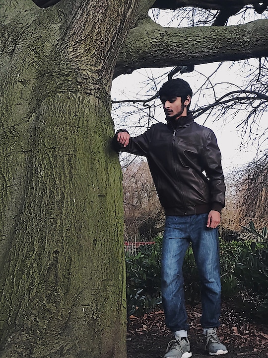Nature will always makes you look more beautiful😊❤️| 👑 #me #farhankhan77 #love #single #fashion #model #influencer #blogger #blog #followme #instagram @farhan__khan77 #fun #nature #tree #weather #green #hair #roposotalenthunt
