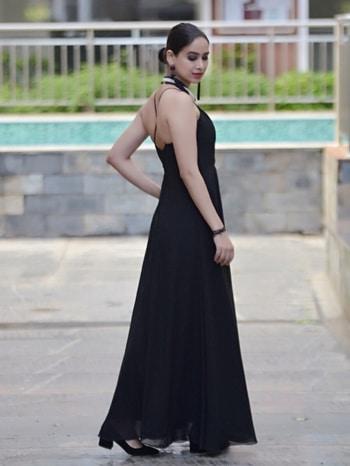 #roposo #blogger #timesofindia #bangaloreblogger #bangalorfashionblogger #ootd #potd #whysoblue #follownow #roposome #queensoffashion #elachauhan