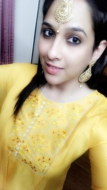 #Ethnic #indian #rangoli #punjabi #yellow #indian #indian-festival #festive #festiday #2017 #himachali #earingfashion #mangteeka #jarkan #selfie #smile #eyes #kajal #colorbar #nudelipstick  #roposo #roposogirl #roposogal #roposome