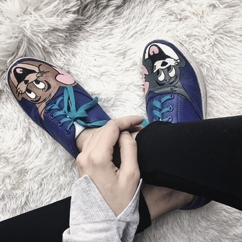 MY SHOE STORY 😼🐹 As heels have been shown doors this season, I am revamping my closet with cool and quirky sneakers. Recent favorite found is @theagletstory store, where they let you customise your own shoes and get what you want, HANDPAINTED on the sneakers and moccasins. 👩🎤 Get your shoe game on point with these masters in handpainted shoes designers. 👟  ____________________________________ #Indianchic #TheAgletStory #KiranKhokhar #HandPaintedShoes #DelhiFashionBlog #PersonalStyle #Dailyoutfitinspiration #DelhiBeautyBlogger #DelhiLuxuryBlogger #LuxuryBlogger #DelhiTravelBlogger #GlobeTrotter #DelhiStylist #DelhiLifestyleBlogger #OOTDinspirations #SoloTravelBlog #AboutAlook #lookbook #instastyle #stylish #streetstyle #fashionista #fashionblogger #instafashion #ootd