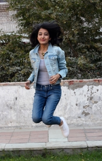 Clearly not too excited for a failed attempt 😂 . . #howilikeitjournal #howilikeit #fashion #fashionblogger #blogger  #indianfashionblogger #attemptfailed #denim #denimondenim #weekend #weekendfun #sunday