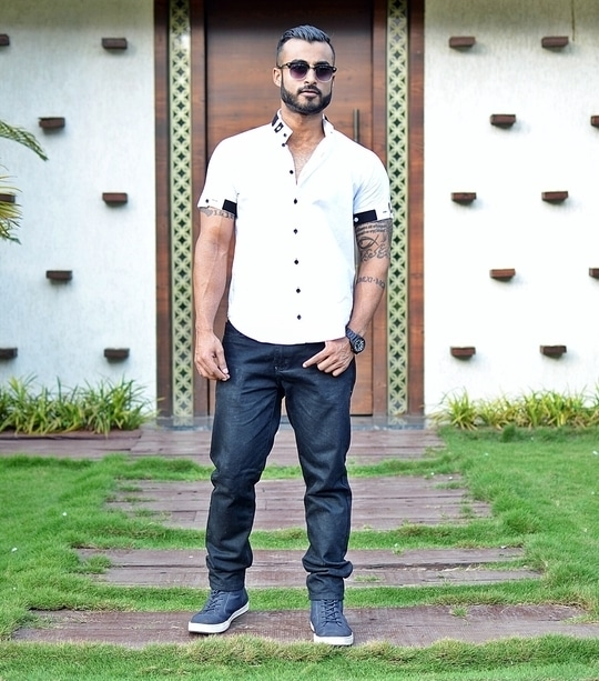 Stay fresh ... #chill #casual #swag #fashion #style #ootd #aboutalook #lookbook #mensfashionblogger #blogger #me #love #indianfashionblogger #snapchat #roposo #fun #model #followme #nofilter #fitfam #fitness #lifestyle #dapper