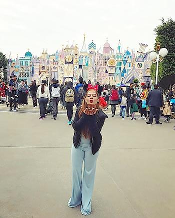 Diya in Disneyland  @disneyland 🎼🎨🥁🎻🎮🎯🎳🌮🍔🍟🍹🤾🏻♀️🤸🏼♀️⛷🤽🏻♀️🚴🏻♂️🎪 #disneyland #funinthesun #whataday #beautyblogger #