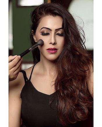 Wake up with a shine and glow on your face.   Makeup- @monishaladhani  Shotby- @aakash__kushwah   #happyme #happyrains☔ #rosepuri #rosepuri_styleblog #makeuplooks #stayskinfit #skininfluencer #makeuppost