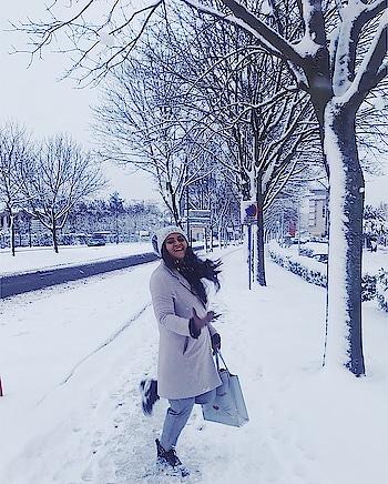 Did you miss me? ❤️ . . . . . #fashionvictim #fashioninspiration #styleinspo #stylelover #fashionstyle #fashionlover #travelinstyle #beautifulmatters #parisienne #snowday #voyager #wanderlusting #wanderers #candidshot #happinessishere #heavenonearth #blissful #winterstyle #ootdinspiration #outfitgoals #snowfairy #l4l #londonlife #fashionable #travelshots #travelporn #streetstyleluxe #streetstylefashion #portraitmode