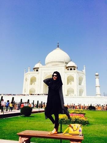 And there's Taj  mahal , the taj  of India  ❤️ #tajmahal #agra #beauty #roposo #serene #summer #peace #india  #love #loveness #life #shahjahan #mumtaz #lovestory #tombs #famous #pose #poser #me