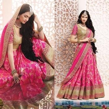 Enhance Your Ethnic Look With This Pink Brocade Lehengha Saree Having Chiffon Pallu With Zari Embelished Lace Border And Blouse Of Georgette Nad Lurex Fabric Product code - FCL403 Available at www.fashionclozet.com  Watsapp - +91 9930777376 Email -  info@fashionclozet.com Or DM for enquiries.  #redlehenga #sabyasachi #sabyasachibride #sabyasachimukherjee #lehenga #weddinglehenga #bridallehenga #pheralook #bridallook #indianwedding #palacewedding #falaknuma #falaknumapalace #weddingsutra #bridalshoot #bridalmakeup #bridalhairstyle #desibride #designerlehenga #indianbride #bridalfashion #bridesmaids #desibridesmaids #candidphotography #mehndi #southasianwedding #bridesofindia #destinationwedding #twirl #twirling