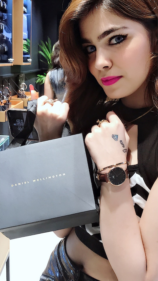 A must have watch for all your moods...🤩 My visit to the spectacular @danielwellington  store at Khan Market was great and you guys can purchase your own dw watch too by using my code ANSIKA and getting a 15% off on their website 😱🤩🔥. Location- Daniel Wellington , shop no 42-A, ground floor, Khan Market #dw #danielwellington #watch #watches #collab #collaboration #fashionblogger #blogger