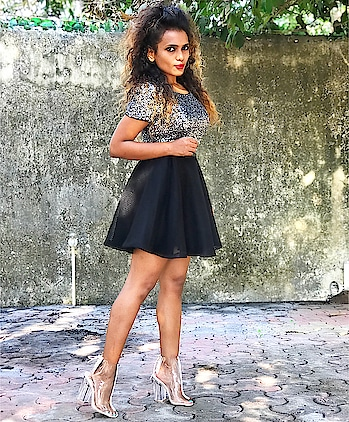 #partyreadylook  Outfit: Skirt #luluandskyofficial  Top #tallyweijl  Shoes #qupidbabes #qupidshoes