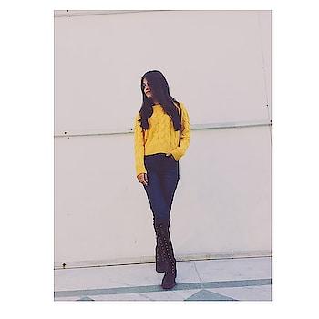 First pic of 2019  . . . . . #rayban #be-fashionable #fashion #fashionblog #fashionblogger #styles #roposo #followers #fq #f4f #indianblogger #tiktok #delhi #roposo-fashion #wow #ootd #photooftheday #weekend #vibes #sunshine