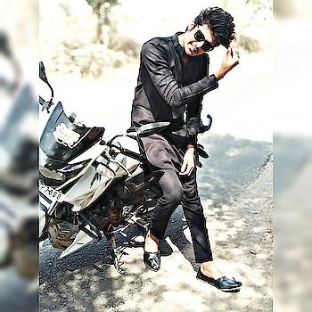 #kalakurta #black #wakra_swag #like #followontwitter #modern #modelling- #model #shoot #modelings #blackshirt #apache #likeforlikealways #roposers #ropo-style #sexyboy #cool #black #kurtapajama