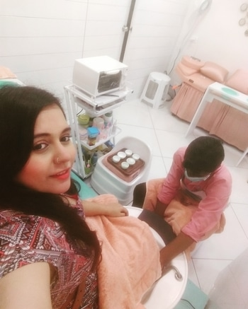 Getting Pedicure & Manicure done at N&L, The Nail & Lash Bar, Allenby Road ..  Scrub - Mask - Wash - Massage : All in MOJITO flavor .. don't believe me , try it out yourself .. :)  #PamperingMyself #DineDazzleDive