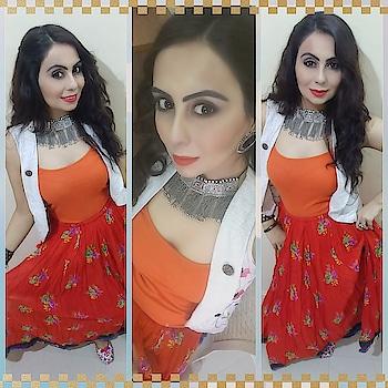 #day5 #colouroftheday #navaratrilook #orange #orangetheme #orangetop #orangeskirt #orangelips #shortjacket #offwhitejacket #curlyhair #oxidizedjewelry #oxidizedchoker #oxidizedearrings #indianfashionblogger #fashionstyle #outfitideas #mixnmatch #makeup #fashionblogger #makeupblogger