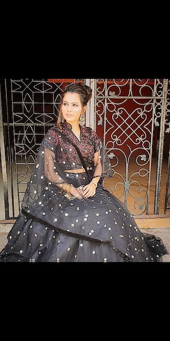 #delhifashionblogger #fashiondesigner #weddingwear #delhimakeupartist #lakmeindia #lakmemakeup #loveroposo #loveyourself #beyourownkindofbeautiful @leezakhatumriya