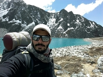 Dream or Reality!!! #wanderlust #travelphotography #traveldiaries #international #nepal #gokyo #trekking #adventuretime #adventurebaby #bearded-men #selfie #selfieoftheday #roposo #menonroposo #ronitdalvi #rononarun