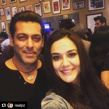 Friendship goals... Follow for more @hcpkanika @hcpkanika @hcpkanika . #Repost @realpz (@get_repost) ・・・ ‪Congrats @BeingSalmanKhan & @kabirkhankk for yet another blockbuster👏 Absolutely LOVED❤️the time, innocence & world of #Tubelight😍Ting 😘 ‬#Sohail #Martin #ZhuZhu. #aboutlastnight❤️ . . #hercreativepalace #specialscreening #tubelight #salmankhan #kabirkhan #preetizinta #friendshipgoals #bff #friendsforever #selfie #bollywood #bollywoodblogger #hcpkanika