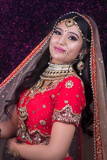 Menu yaari te sajna believe koi na!  Mai gal pauna sidha chude waala haar ve🙋 Mua @simcandyartistry  Hairstylist @rashid_hairstylist  Photography by @shutterstrings . . .  #makeup #bridalmakeupartist #bridalbeauty #bridalaccessories #bridaldesigner #bridaljewellery #bridalmakeupartist #bridalmakeupspecialist #bridalmakeupinspo #bridalmakeupexpert #bridalhairstyles #bridalhairstyleideas #prettylittleiiinspo #likemyrecent #swag #hotd #photografy #instahub #tagblender #amazingpeople  #instalov #all_shotz #igaddicts #night #instagolfer #eyelashextensions  #sweetgirl