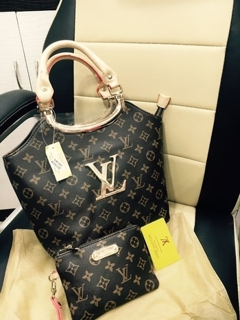 2⃣0⃣ LV 😍😍  2 Designs   Frame ( With pouch ) Rope ( With pouch )   Monogram  Check   Inner red sued   Priced @ ₹ 1800