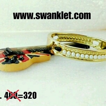 Swanklet Very sober and simple Double Toned high Korean imported quality Cuff Bracelet.. #bracelet #kadas #handcuff #handchain #onlineshopping  #fashion #fashionworld #trendy #instastyle #dm_for_order #swanklet #sparklingcreationz #diva #jewellery #jewelry #chic #lovely #beautiful #buyme #shopperslove #Iamswanklet #sparkleme #Instamood