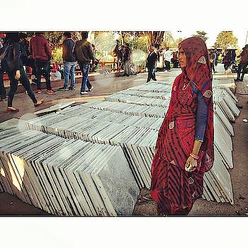 Talk about symmetry... . . . #StreetStories #MedhavistaStreetStrories #DelhiBelly #Dillimerijaan #delhigram #delhilife #delhilovers #delhilove . . .#cp #connaughtplace #connaught #cannaughtplace #cannaughtplacedelhi #cannaught_place #saturdays #relaxed .  #lifestyleblogger  #lifestyleblog #lifestyleblogs #lifestyles #ootd#lookoftheday #lookbook #Delhiblogger #Delhilifestyleblogger  #IndianLifestyleBlogger . . . @oneplus_india @oneplus @oneplus_5t @oneplus.photography @oneplus_in