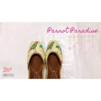 Say Hi 🙋🏼 to our New Pair - ✨Parrot Paradise ✨now available for 2000/-  To Order yours , Comment below or Whatsapp us on : +91 9913360667 . Free Shipping all over India 💃🏻 #newpair #newcollection #parrotparadise #lbf #lbfjuttis #punjabijuttis #newpair #keepshopping #lbfjuttis🎀