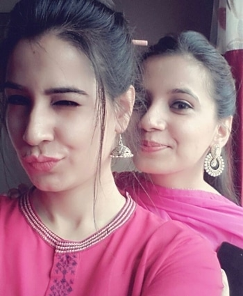 I may fight with my siblings but once you lay a finger on them, you'll be facing ME.. #sissy #sista #selfietime #jugalbandi #pinkme #yellowyou #colourfulwe #gettingready #ghumighumi #bhopaldiaries #holidaydiaries #relaxmode #funmode #homesweethome #familytime #well #formoreupdates #staytunedwithme