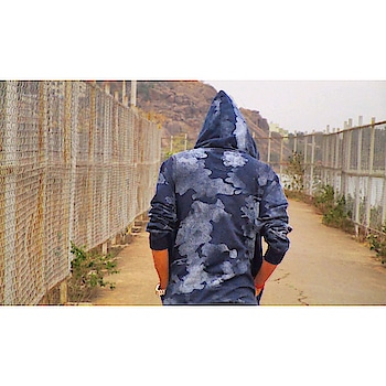If you know you're in right way.. . Then Never look back...🍁 . . Fb-@Gaurecasm Twitter @Gaurecasm  Insta-@GaureCasm . #throwback #hoodie #backside #igers #love #instagood #thorowback #zayn #zayndarke #pillowtalk #zaynmalik #zayngigi #Gaurecasm #gaurav__78