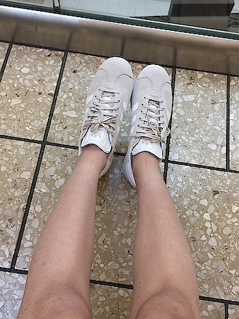 These shoes feel comforty and they are amazing.This one's from Adidas originals' Gazelle collection.❤️ #adidasoriginals #nude #sneakers