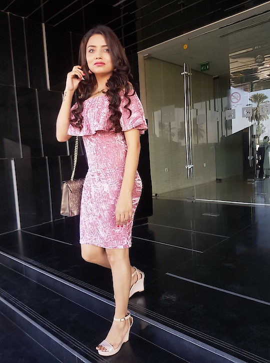 You cannot always have happiness, but you can always give happiness. . . . . .  Dress -@sheinofficial Wedges -@streetstylestore . . . . #blogger #bloggergirl #bloggerlife #blogginglife #bloggerstyle #beautyblogger #blog #blogfashion #blogpost #bloggervibes #styledotme #styleblogger #beautyblogger #beautyhair  #delhi #dubai  #dubaidays #roposo #shein #styleetvogue