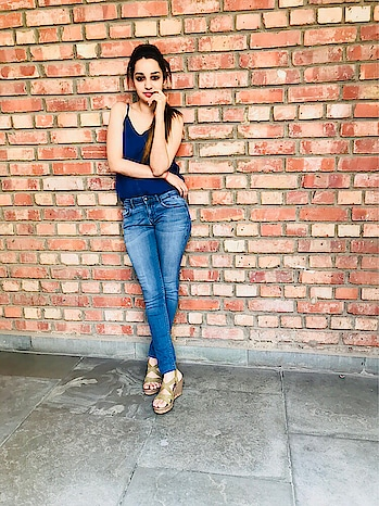 Attitude is a little thing that makes a big difference💙 . . . . . . . . . . #allblue #basic #atittude #popxodaily #popxoblogger #tommyjeans #veromoda #venussteps #loveforblue #blueblue #blueassky #follow4follow #like4like
