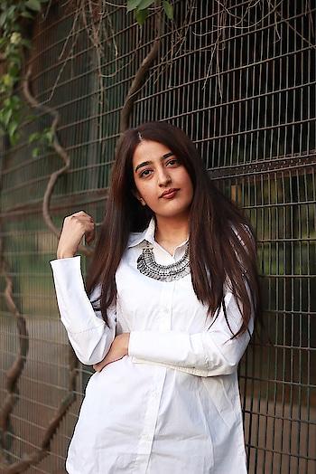 || Amping up the basic white shirt 😍 Top- @halffull__halfempty . . #howilikeit #howilikeitjournal  #geetikasehgal #fashion #fashionblogger #blogger #indianfashionblogger #indianblogger  #delhiblogger #grateful #summer #summerdressing #summerdress #halffullhalfempty #halffullhalfemptybygeetikasehgal  #festiveclothing #whiteshirt #classicwhiteshirt #westernoutfit #ootd