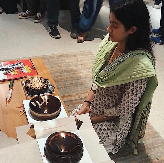 Janvi Kapoor's friends and family got cake for her to celebrate her 21st birthday. Wishing you lots of strength and love to Janvi. #filmistan