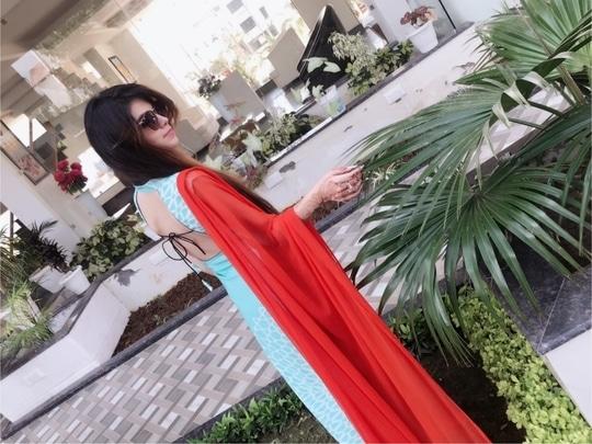 #back #backless ❤️ front pic coming soon😂💝 #pakistanisuitforthefirsttime #vaishnodevi💛 #jaimatadi #ethnicwear #suit #suit suit karda #dupatta