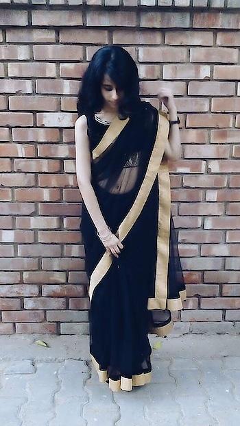 Sarree #fashionworld   #fashionblogger #labrador #lifestyleblogger #delhiblogger #followme #stylegame #dressupfeatureme #fashioand #likeforlike #likeformore #delhifashion #blue #denim #fashionable #stylegame #be-fashionable #fashion-addict #capricorn #winterfashion #roposo-contest #roposofashionblogger #feature #rosopofashion #winter-style #thevagabondchic #featurethis #ropo-feature #trend-alert #be-in-trend #trendingonroposo