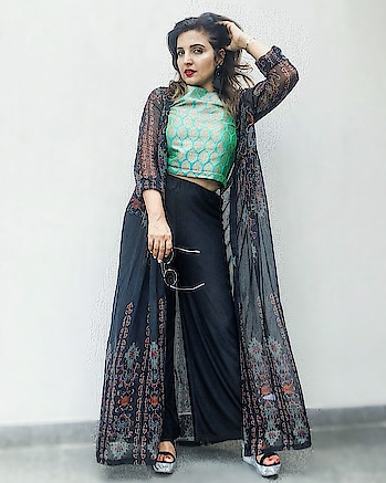 Shrugs are my thing since last year... clubbing it with pants, shorts, dresses...in fact anything in this world!!! @ritukumarhq Black Abstract Print Shrug is inspiring me to continue my style.. . #ritukumar #ritukumarlabel @labelritukumar #shrug #longshrug