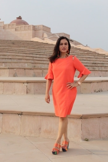 Loved styling this orange number from @latinquarters  . . . #bespokegrub #lucknowblogger #indianblogger #lifestyleblogger  #orange