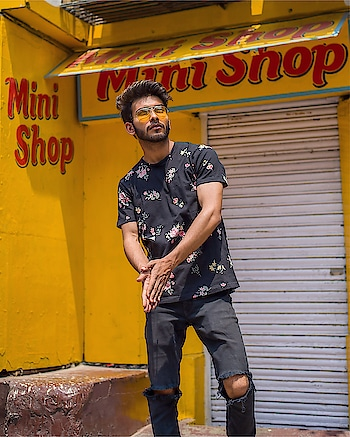 Mini Shop ♥️🔥 #photoshoot #roposo-photoshoot #roposo-star #featureme #roposo-creative #creative-channel #roposo-creativity #model #beard-model