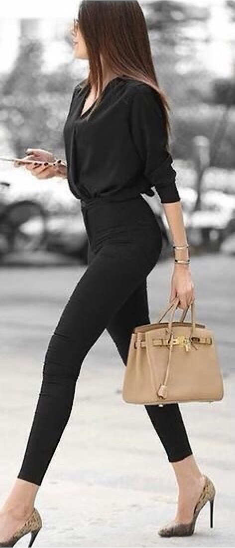 #blacklove #blacklook  Styling black with beige Birkins 👍