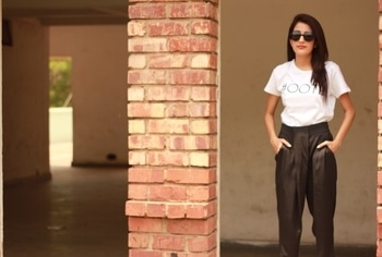 Happy #Saturday guys! New post about @songofindiaindulgensce is coming up later today 💛💃🏻 . #howilikeit #howilikeitjournal #fashion #fashionblogger #blogger #delhiblogger #indianfashionblogger #ootd #saturday #white #graphictshirt #blackandwhite #weekend