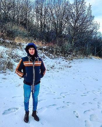 In the mountains of Tsaghkadzor !! 🥶  #snow #tsaghkadzor #yerevan #armenia #travel #traveller #travel-diaries #roposo #roposotraveldiaries #jacket #zara #boots #pullandbear #mountains #ice #adventure #vacation #trip #dubai #dxblife #mumbai #fashion #fashionblogger #men-fashion #sajansinghrawat