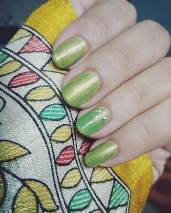 #nails #nail-addict #nailartblogger #nail-designs #nailartonmymind #nailartoftheday #greenisgood #gogreen #greennails #sallyhansen #chromenails #weddding #partynails #festivalnails #talenthunt #talenthuntroposo #talent_hunt