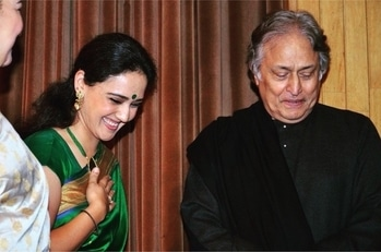 When I was a baby and had the opportunity on several occasions to listen to Ustadji perform live , I would wait for him to close his eyes and see a smile spread over him . I would be thrilled to identify those moments and discuss it with my mother.  With time I realized it was the notes, the rhythm , his devotion that would radiate from within. He was transported to some other plane and would carry us with him.  That look is frozen in my mind and continues to inspire me. Just being able to bring that moment to life is a blessing. Naman at the feet of the great maestro @aaksarod.  Thank you @innisingh and @nehhabhatnagar for a wonderful evening and some special memories. Wishing you both the best always. Thank you to whoever clicked it.  #kathaklove #kathak #kathakdancer #indianclassicaldance #dancersofinstagram  #dancersofig  #dancing #bharatnatyam  #dance photography  #explore #divyakala #divyagoswami   #dancetravel  #traveldiaries #odissi #photography#dancerslife #smile #danceblog
