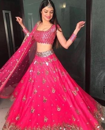 Pink blossoms🌸 Divya Kumar Khosla looks so exquisite in a hot pink Akanksha Gajaria. Credit-indianstreetfashion . . . . . . #celebrity #celebritylooks #diwali2017 #celebrityfashionstylist #celebritystyle #diwalicelebrations